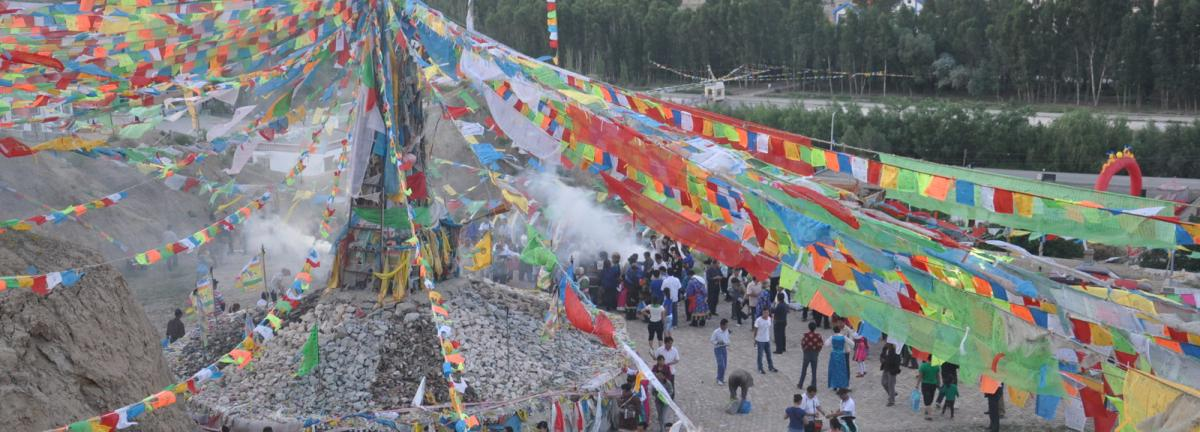 the central latse in the Tibetan community of Dungnak Tsowa (Qifeng), in Sunan County, Gansu